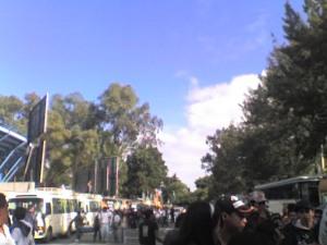 la gente y los buses